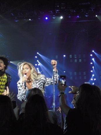 Beyonce singing love on top